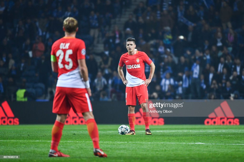 Guido Carrillo of Monaco looks dejected during the Uefa Champions League match between Fc Porto and As Monaco at Estadio do Dragao on December 6, 2017 in Porto, Portugal.