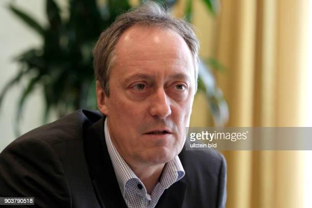 Guido Friedrich Knopp und der Programmgeschäftsführer des Ereignis- und Dokumentationskanals Phoenix Michael Hirz im Interview über den...