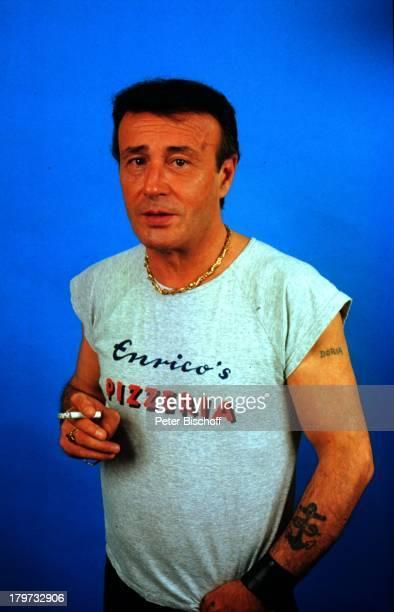Guido Gagliardi Porträt geb am 27 September 1937 Sernzeichen Waage Tätowierung Zigarette Schauspieler Promis Prominenter Prominente