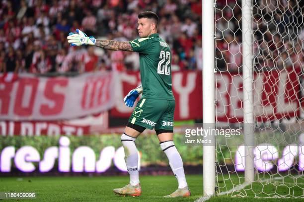 Guido Herrera goalkeeper of Talleres gestures during a match between Estudiantes and Talleres de Córdoba as part of Superliga Argentina 2019/20 at...