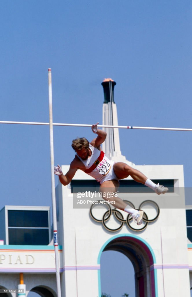 Men's Decathlon Pole Vault Competition At The 1984 Summer Olympics : Nachrichtenfoto