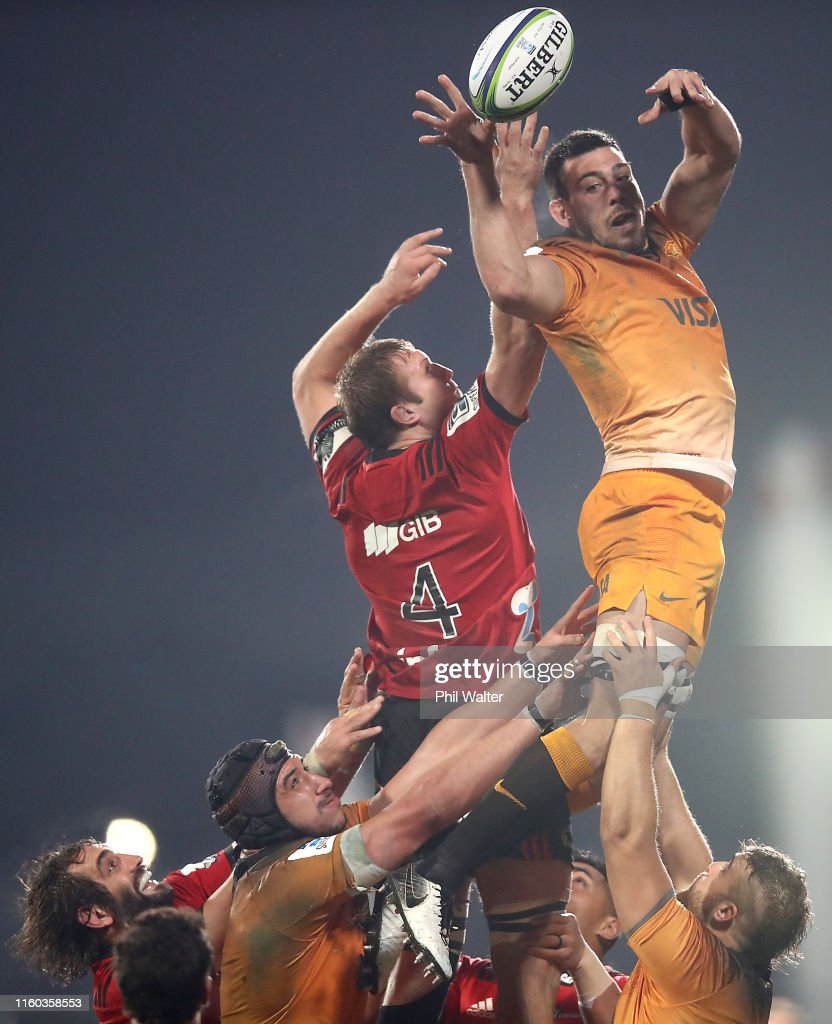 Guido Petti of the Jaguares and Mitchell Dunshea of the Crusaders...  Fotografía de noticias - Getty Images