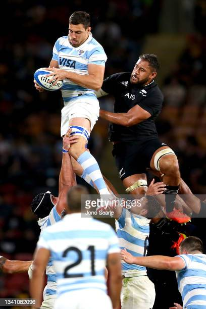 Guido Petti Pagadizabal of the Pumas wins the ball during The Rugby Championship match between the Argentina Pumas and the New Zealand All Blacks at...