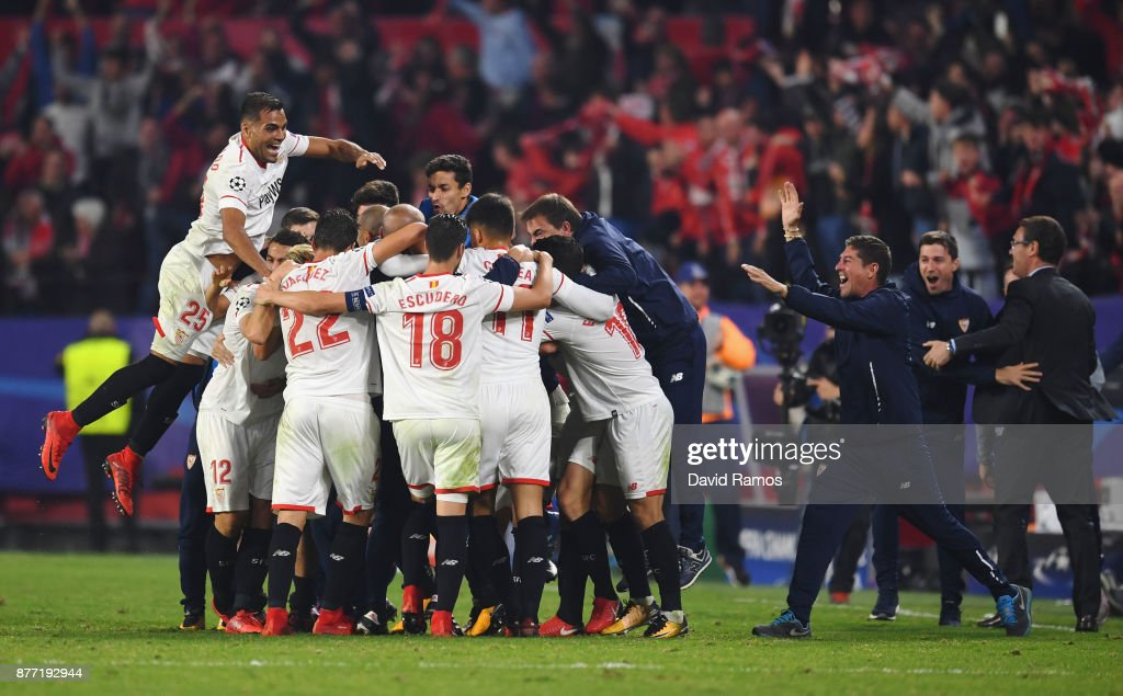 Guido Pizarro of Sevilla celebrates with team mates and staff members after scoring his sides third goal during the UEFA Champions League group E match between Sevilla FC and Liverpool FC at Estadio Ramon Sanchez Pizjuan on November 21, 2017 in Seville, Spain.