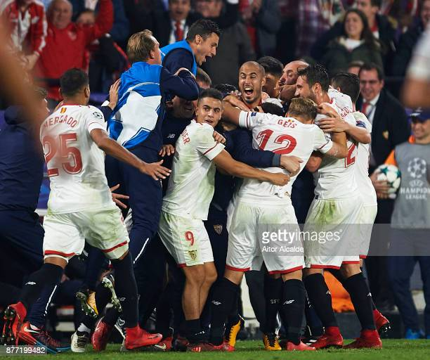 Guido Pizarro of Sevilla FC celebrates after scoring the third goal of Sevilla FC with his team mates during the UEFA Champions League group E match...