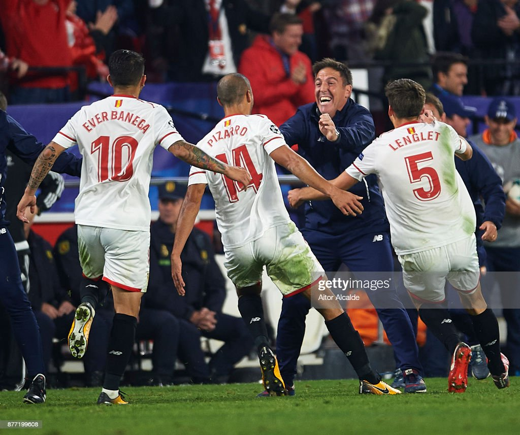 Guido Pizarro of Sevilla FC (C) celebrates after scoring the third goal of Sevilla FC with Head Coach of Sevilla FC Eduardo Berizzo (C) during the UEFA Champions League group E match between Sevilla FC and Liverpool FC at Estadio Ramon Sanchez Pizjuan on November 21, 2017 in Seville, Spain.