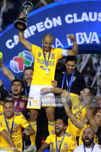 Guido Pizarro of Tigres celebrates with the championship trophy after the final second leg match between Leon and Tigres UANL as part of the Torneo...