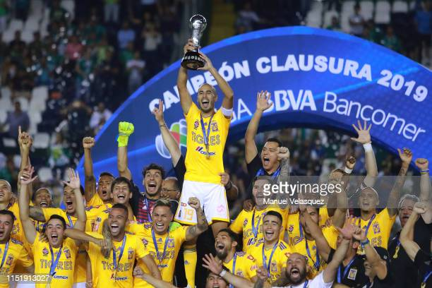 Guido Pizarro of Tigres lifts the Championship Trophy to celebrate with teammates after the final second leg match between Leon and Tigres UANL as...