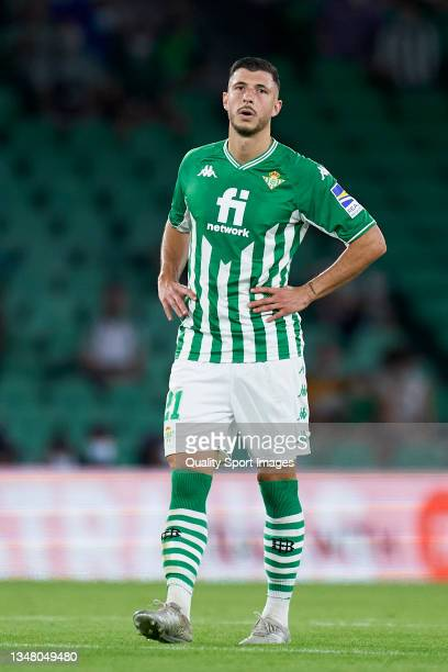 Guido Rodriguez of Real Betis looks on during the UEFA Europa League group G match between Real Betis and Bayer Leverkusen at Estadio Benito...