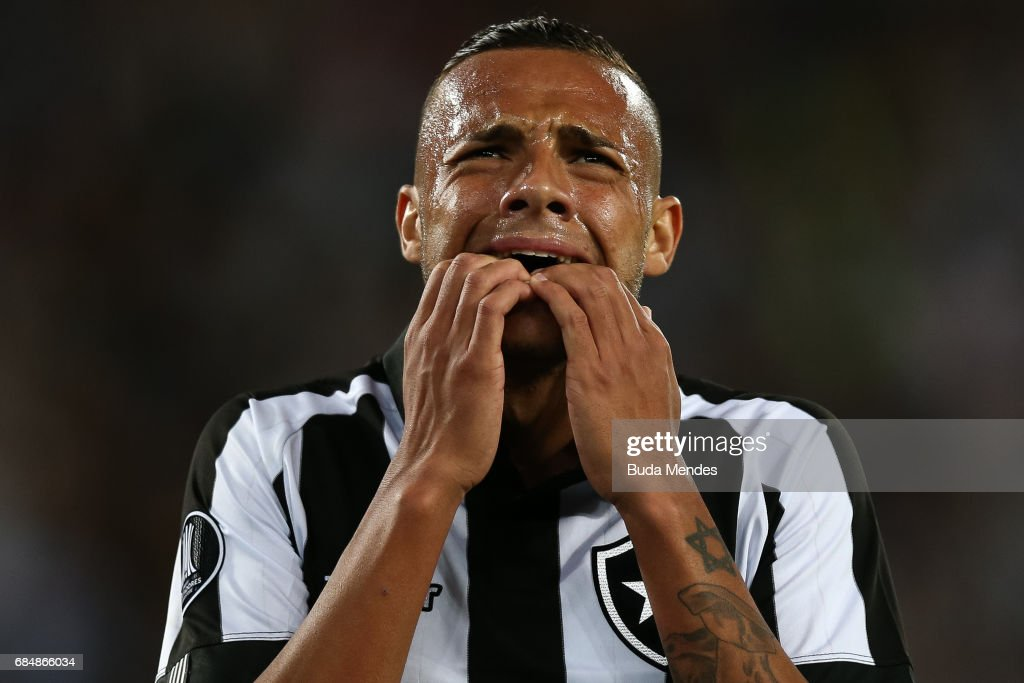 Guilherme of Botafogo laments a lost goal during a match between Botafogo and Atletico Nacional as part of Copa Bridgestone Libertadores 2017 at Nilton Santos Olympic Stadium on May 18, 2017 in Rio de Janeiro, Brazil.