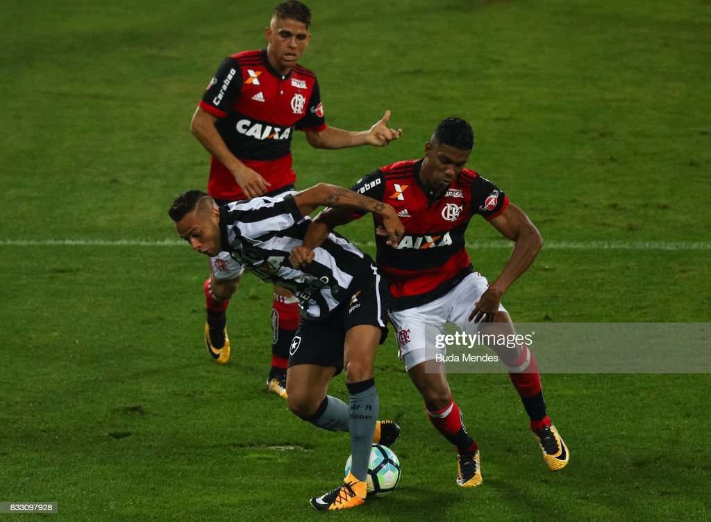Guilherme (L) of Botafogo struggles for the ball with Orlando Berro (R) of Flamengo during a match between Botafogo and Flamengo as part of Copa do Brasil Semifinals 2017 at Nilton Santos Olympic Stadium on August 16, 2017 in Rio de Janeiro, Brazil.