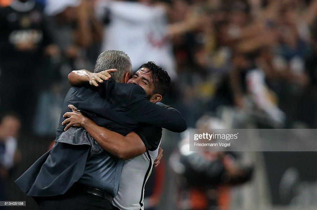 Corinthians v Santa Fe - Copa Bridgestone Libertadores 2016 : News Photo