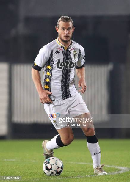 Guillaume Gillet of Charleroi in action with the ball during the Jupiler Pro League match between Sporting de Charleroi and Waasland-Beveren at Stade...