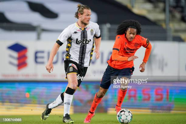 Guillaume Gillet of Sporting Charleroi and Tahith Chong of Club Brugge during the Jupiler Pro League match between Charleroi and Club Brugge at Stade...