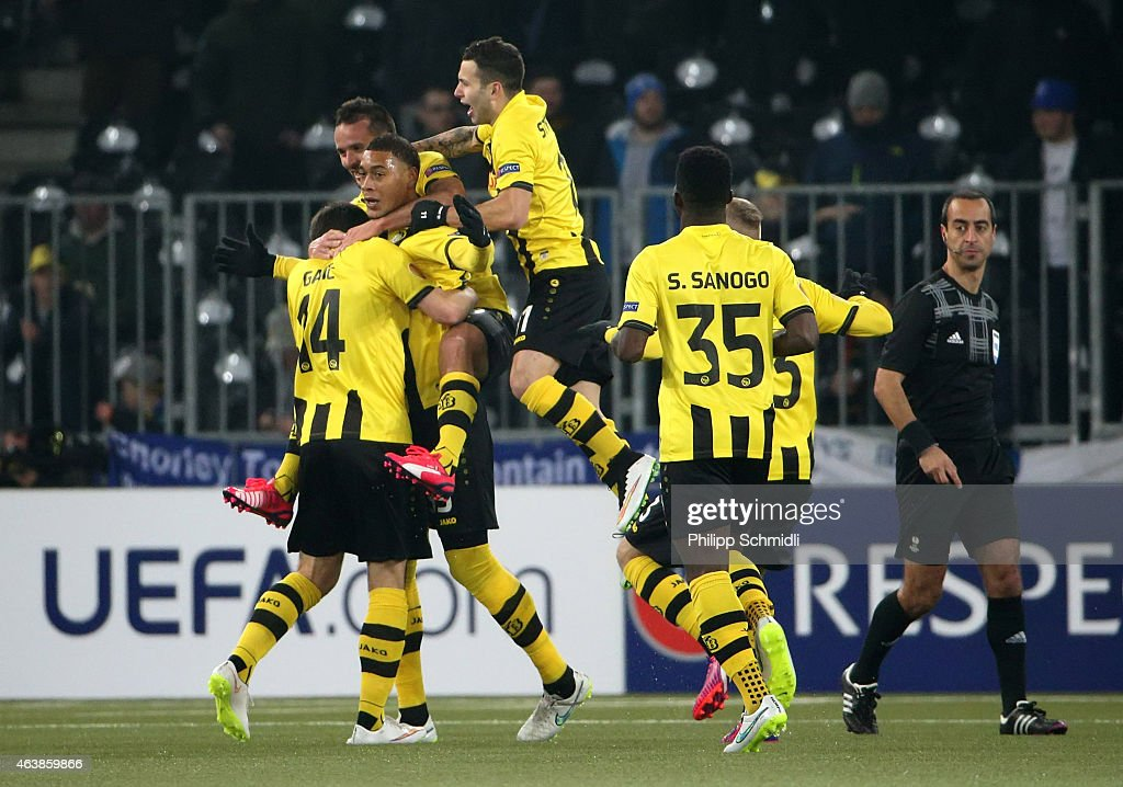 Guillaume Hoarau (L) of BSC Young Boys celebrates his goal with team-mates during the UEFA Europa League Round of 32 match between BSC Young Boys and Everton FC at Stade de Suisse, Wankdorf on February 19, 2015 in Bern, Switzerland.