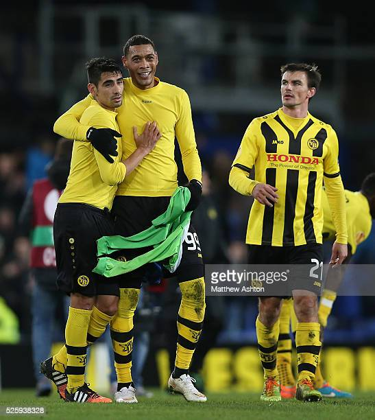 Guillaume Hoarau of Young Boys with Tim Howard of Everton's jersey at fulltime