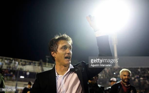 Guillermo Barros Schelotto coach of Boca Juniors celebrates after winning the Superliga 2017/18 at Estadio Juan Carmelo Zerillo on May 9 2018 in La...