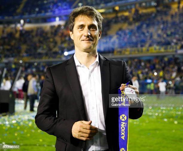 Guillermo Barros Schelotto coach of Boca Juniors celebrates the champions title after a match between Boca Juniors and Union as part of Torneo...
