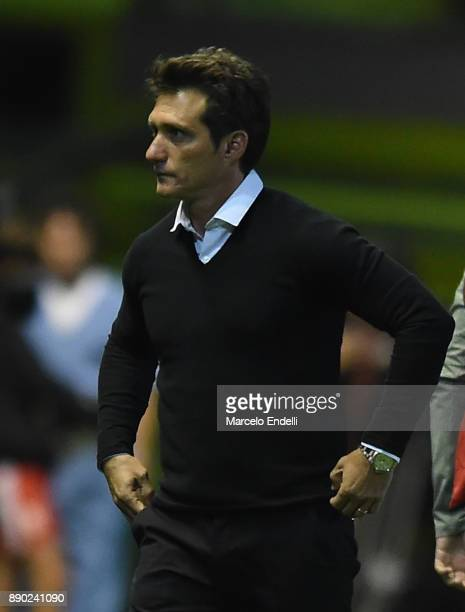 Guillermo Barros Schelotto manager of Boca Juniors looks on during a match between Estudiantes and Boca Juniors as part of the Superliga 2017/18 at...