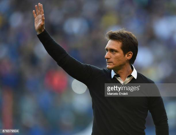 Guillermo Barros Schelotto of Boca Juniors gestures during a match between Boca Juniors and Racing Club as part of the Superliga 2017/18 at Alberto J...