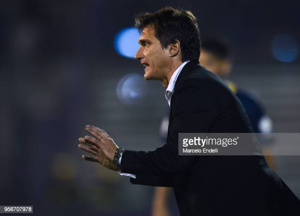 Guillermo Barros Schelotto of Boca Juniors gestures during a match between Gimnasia y Esgrima La Plata and Boca Juniors as part of Superliga 2017/18...