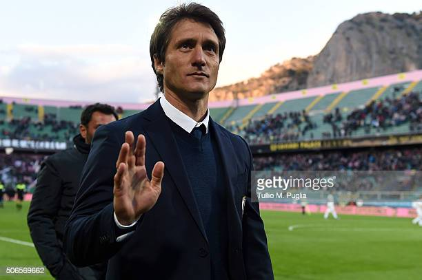 Guillermo Barros Schelotto of Palermo greets supporters after winning the Serie A match between US Citta di Palermo and Udinese Calcio at Stadio...