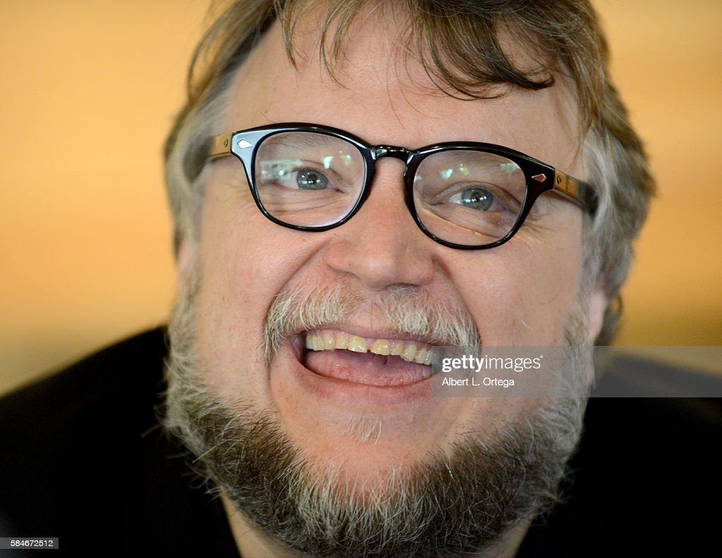 Guilhermo Del Toro intended for photos et images de guillermo del toro book signing for