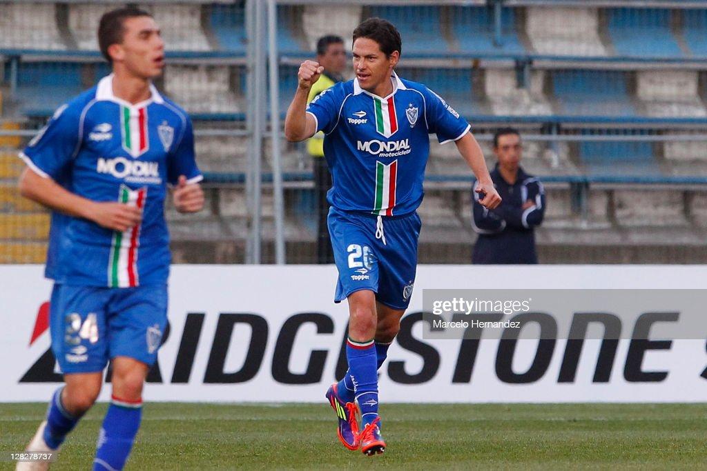 U.Catolica v Velez - Copa Bridgestone Sudamericana 2011