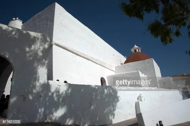 Guillermo Ochoa and Karla Mora get married on July 8, 2017 in Ibiza, Spain.