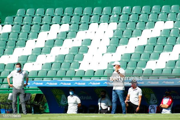 Guillermo Velazquez coach of Atletico San Luis looks on during a match between Pachuca and Atletico San Luis as part of the friendly tournament Copa...
