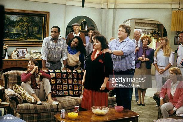 ROSEANNE Guilt by Disassociation 9/26/89 Laurie Metcalf Roseanne Barr John Goodman Natalie West Extras