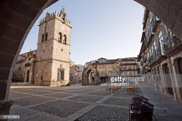 guimarães city square - portugal - fotografias e filmes do acervo