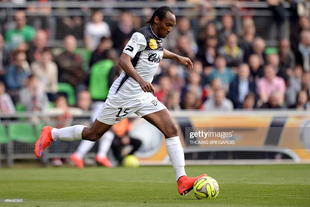 Guingamp' defender Jeremy Sorbon runs with the ball during the French L1 football match between Rennes and Guingamp on April 12, 2015 at the route de Lorient stadium in Rennes, western France.