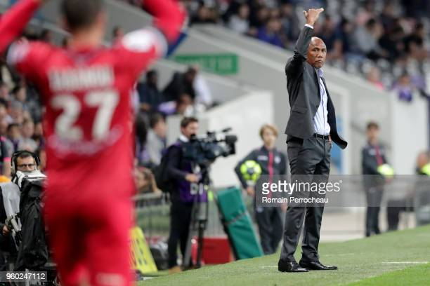 Guingamp' head coach Antoine Kombouare gestures during the Ligue 1 match between Toulouse and EA Guingamp at Stadium Municipal on May 19 2018 in...