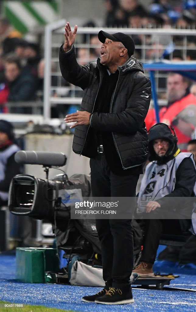 Guingamp's French coach Antoine Kombouare reacts during the French L1 football match between Strasbourg (RCSA) and Guingamp (EAG) on January 12, 2018 at the Meinau stadium in Strasbourg, eastern France. /