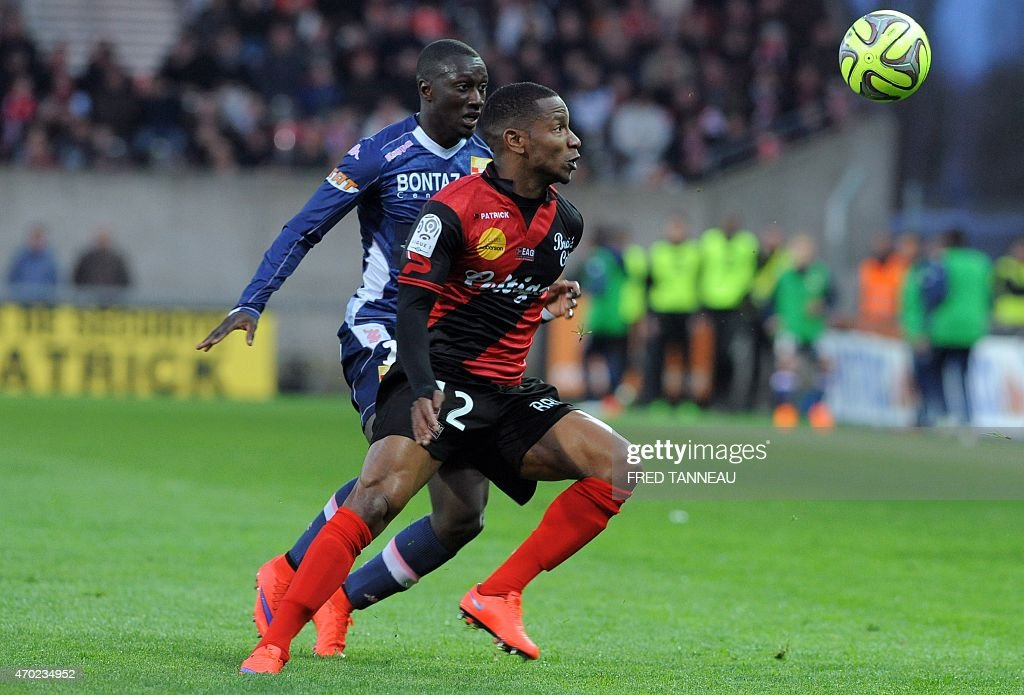 Guingamp's French forward Christophe Mandanne (R) vies with Evian's French defender Youssouf Sabaly during the French L1 football match between Guingamp and Evian on April 18, 2015 at the Roudourou stadium in Guingamp, western of France.