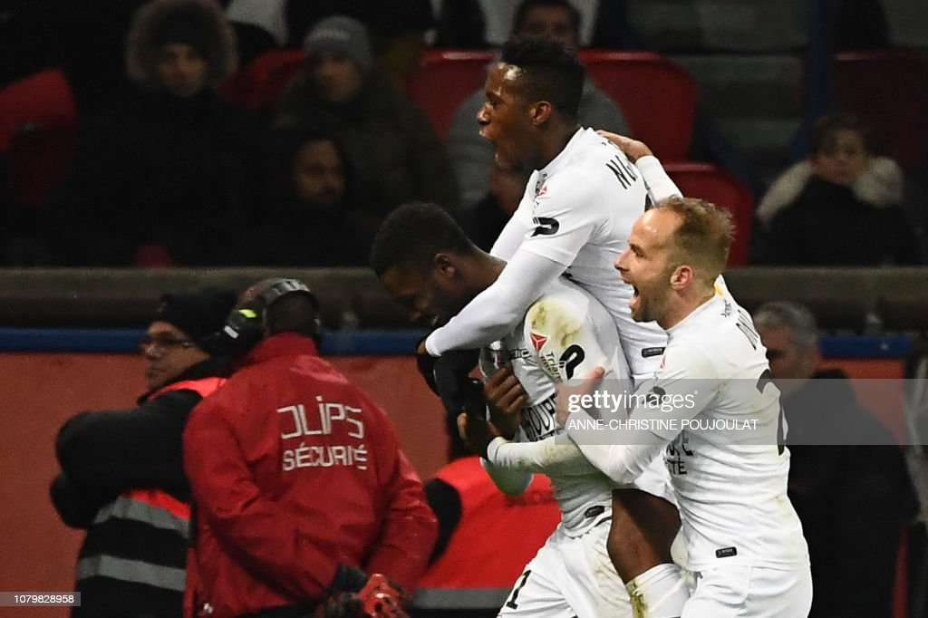 FBL-FRA-LCUP-PSG-GUINGAMP : News Photo