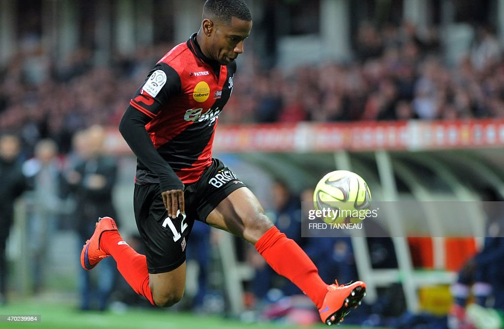 Guingamp's French midfielder Claudio Beauvue controls the ball during the French L1 football match between Guingamp and Evian on April 18, 2015 at the Roudourou stadium in Guingamp, western of France.
