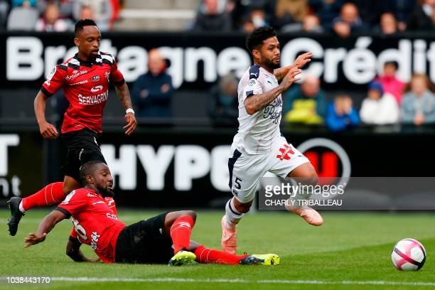 Guingamp's French midfielder Gussouma Fofana vies for the ball with Bordeaux's midfielder Otavio Passos Santos during the French L1 football match...