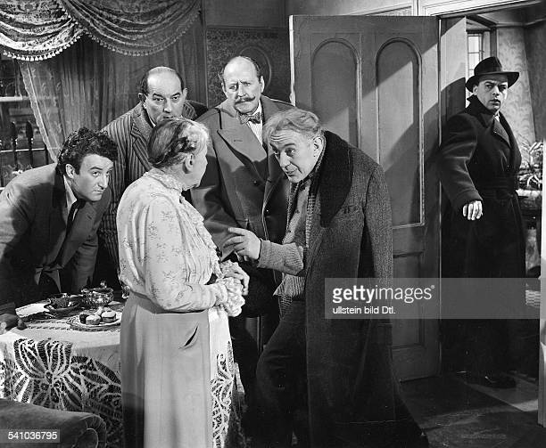 Guinness Sir Alec *Schauspieler GB in dem Film 'Ladykillers' mit vl Peter Sellers Danny Green Katie Johnson Cecil Parker AG und Herbert Lom Regie...