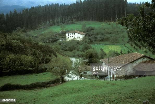 Guip zcoa pa s vasco caser os traditional farm house - Caserios pais vasco ...