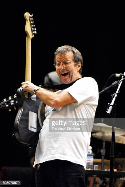 Guitalist Eric Clapton performs during the rehearsal at the Osaka Castle Hall on November 9 2006 in Osaka Japan