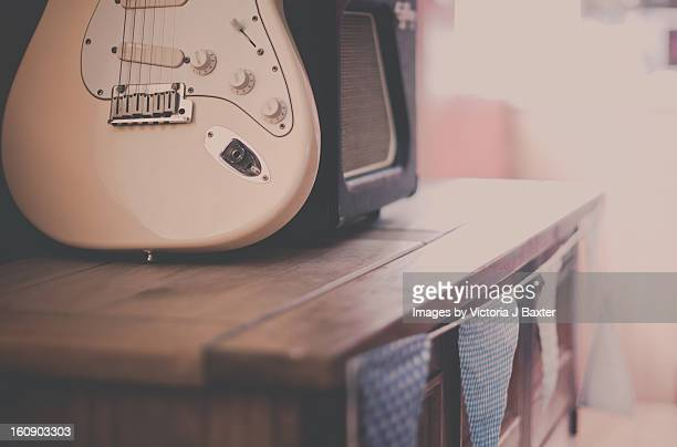 Guitar amplifier and bunting