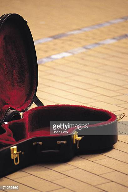 guitar box - guitar case stock pictures, royalty-free photos & images