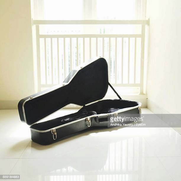 guitar case - guitar case stock pictures, royalty-free photos & images