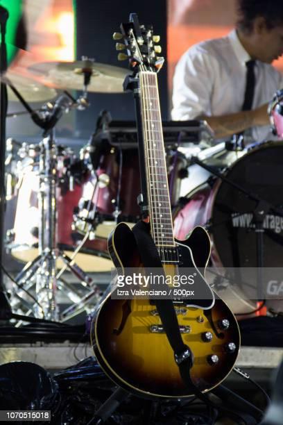 guitar - moderne rockmusik stock-fotos und bilder