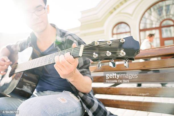 guitar player outdoors - plucking an instrument stock pictures, royalty-free photos & images