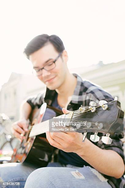 Gitarrenspieler im Freien
