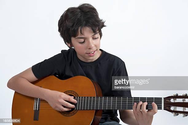 chitarrista - pizzicare le corde di uno strumento foto e immagini stock