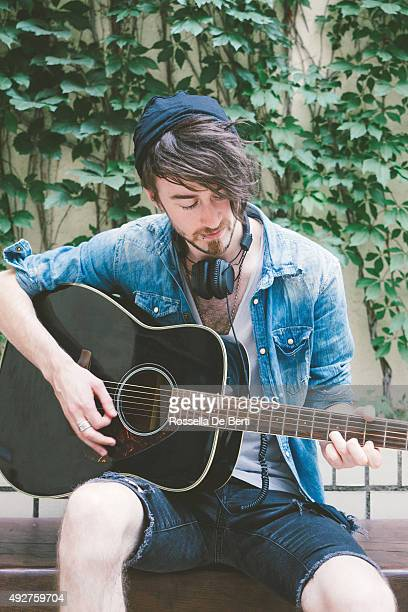 guitar player - folk music stock pictures, royalty-free photos & images